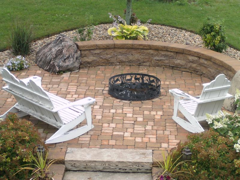 Firepit with black insertable grate